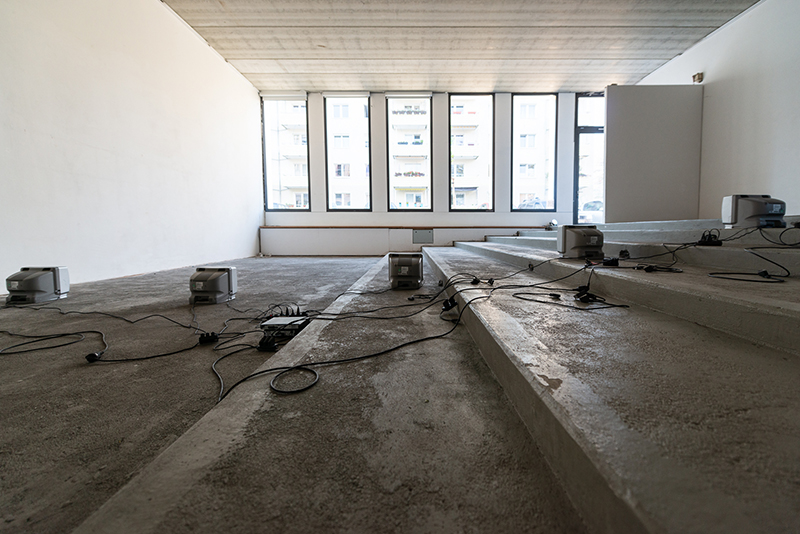 just-following-maeshelle-west-davies-installation-view-Galerie-KUB-co2020-photo-Stefan-Hopf-1-small