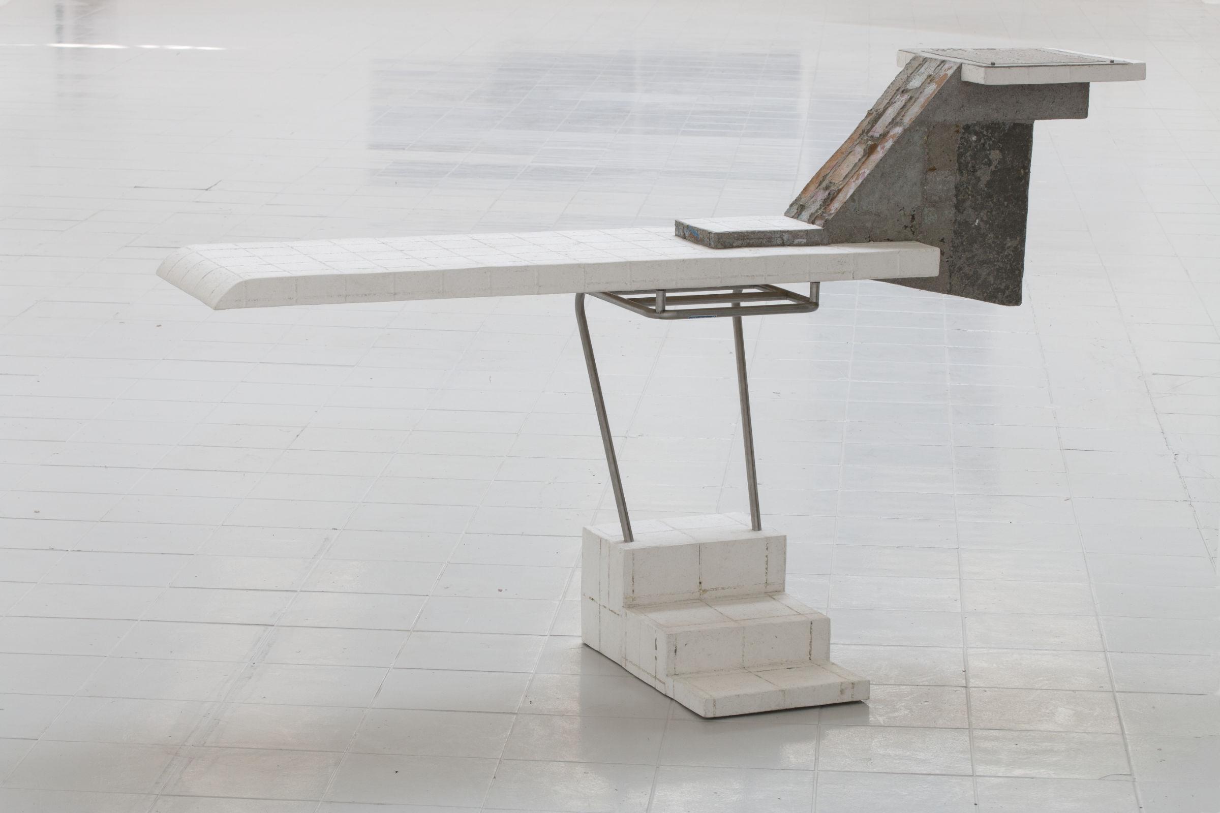 free-jump-_-2019-_-Papermachewallimprints-steel-210cm-160cm-50cm_MG_0147