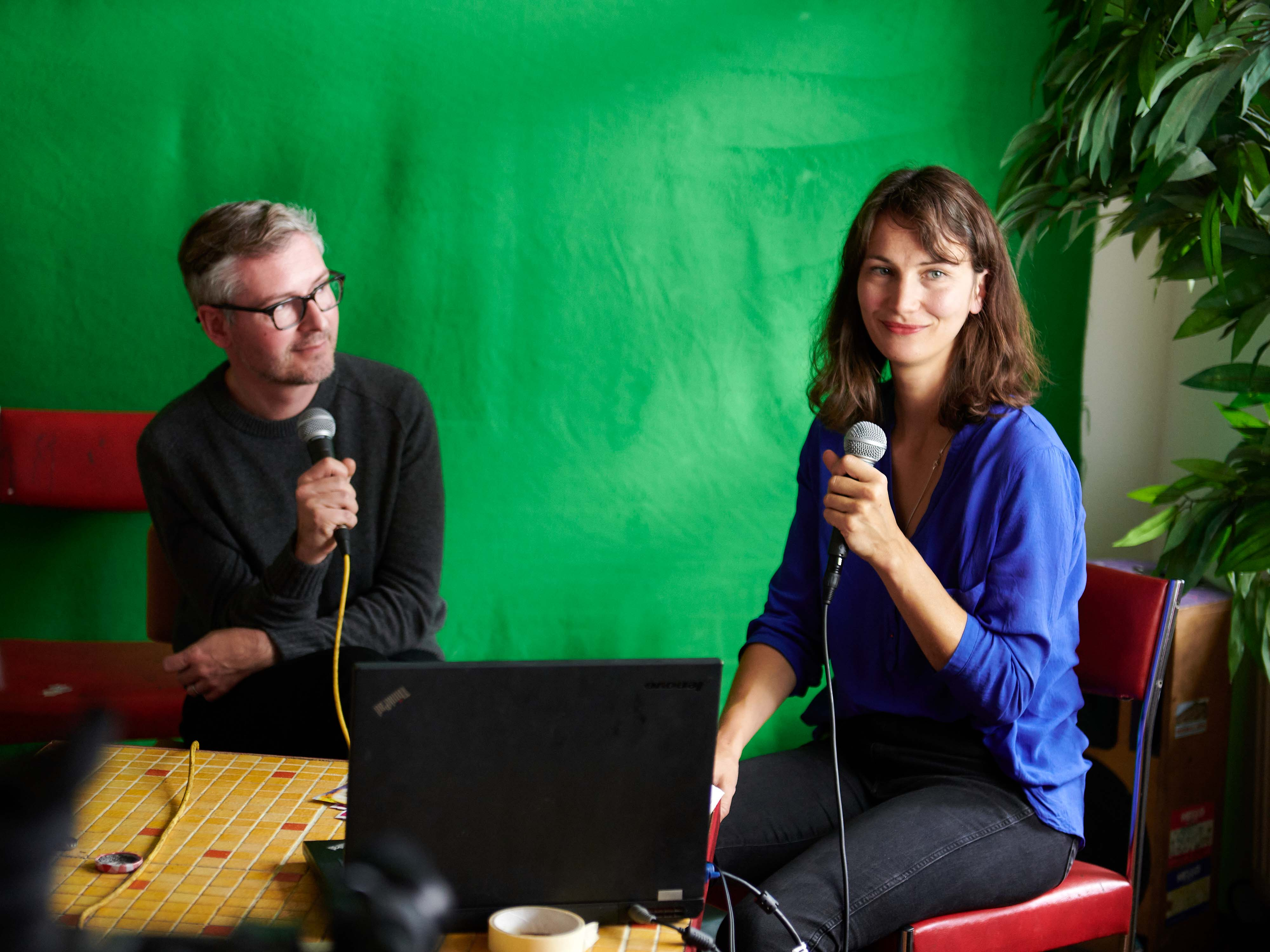 Viktor-Vitkowski-inn-conversation-with-Laura-Bierau-as-part-of-Lindenow-in-Leipzig-October-2020-photo-by-Walther-Le-Kon-2