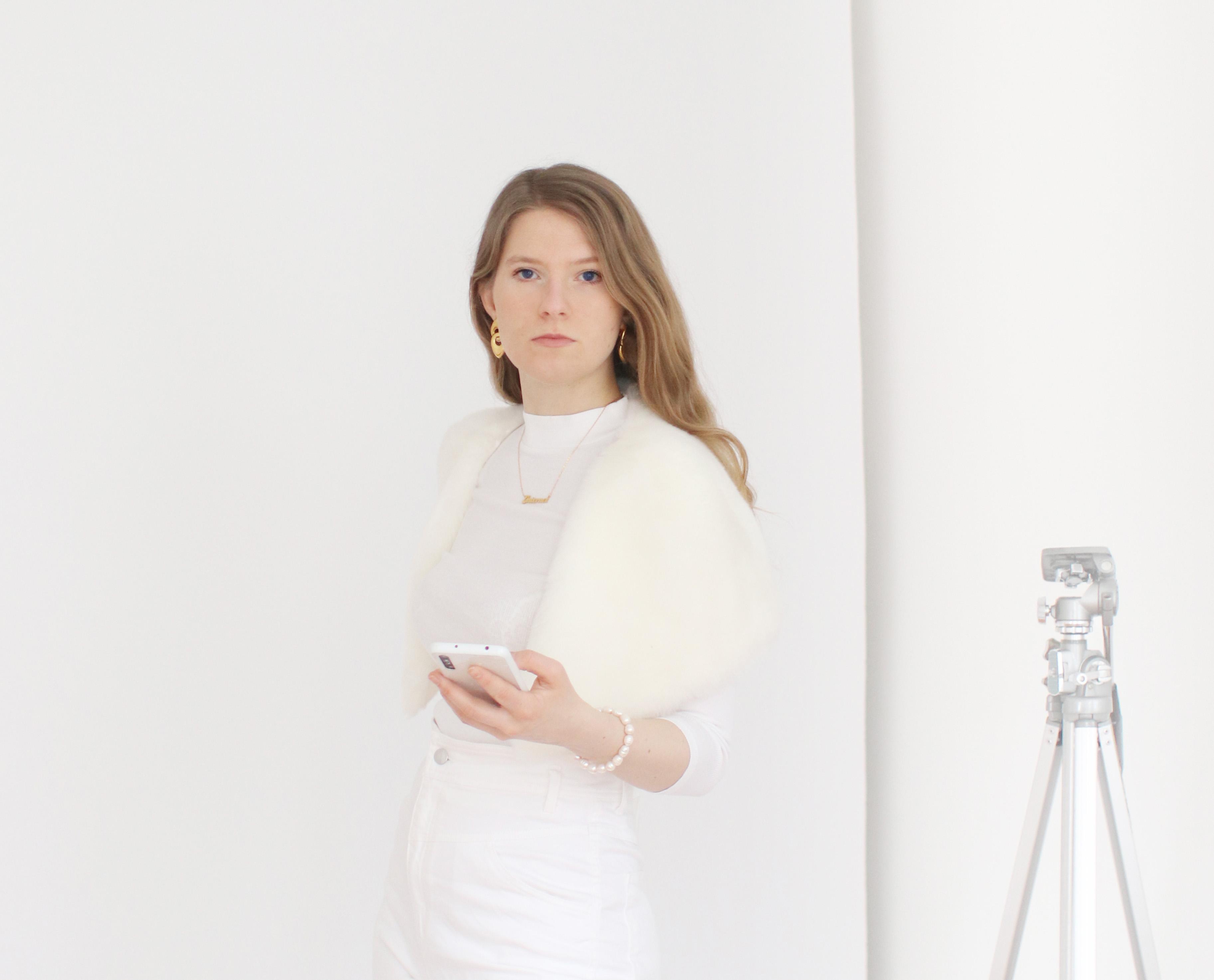 FranziskaOstermann-in-her-studio